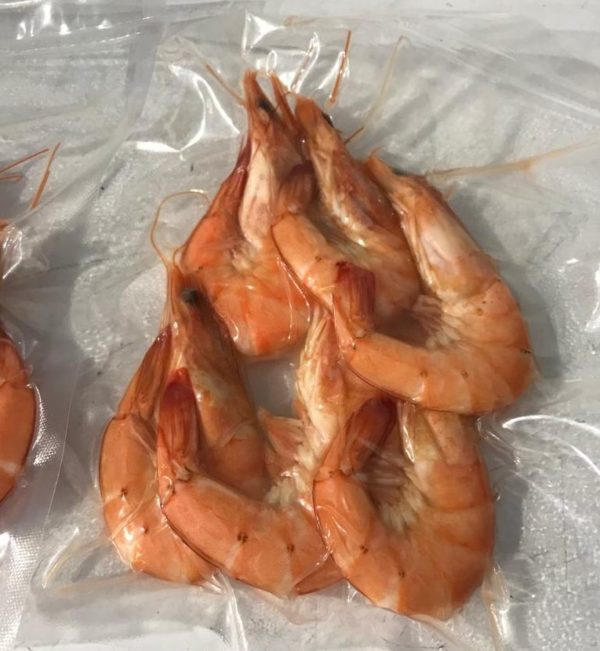 King cooked frozen crevettes at Peets Plaice in Southport